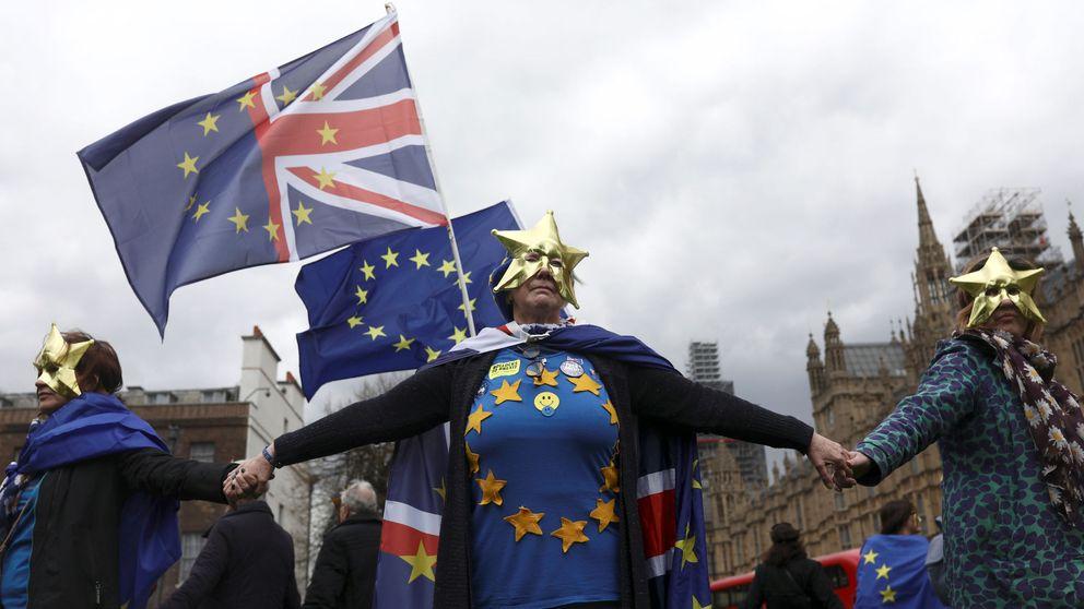 Varapalo al Brexit duro: Westminster abre la puerta a seguir en la unión aduanera