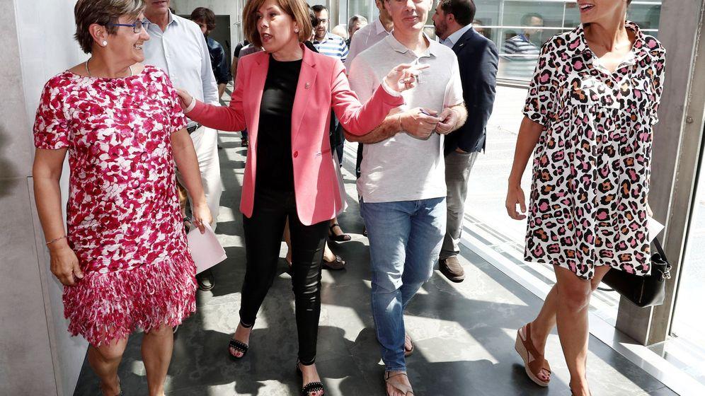 Foto: Chivite, a la derecha, junto a Eduardo Santos, Marisa de Simón y Uxue Barkos tras sellar el acuerdo programático el pasado 5 de julio. (EFE)