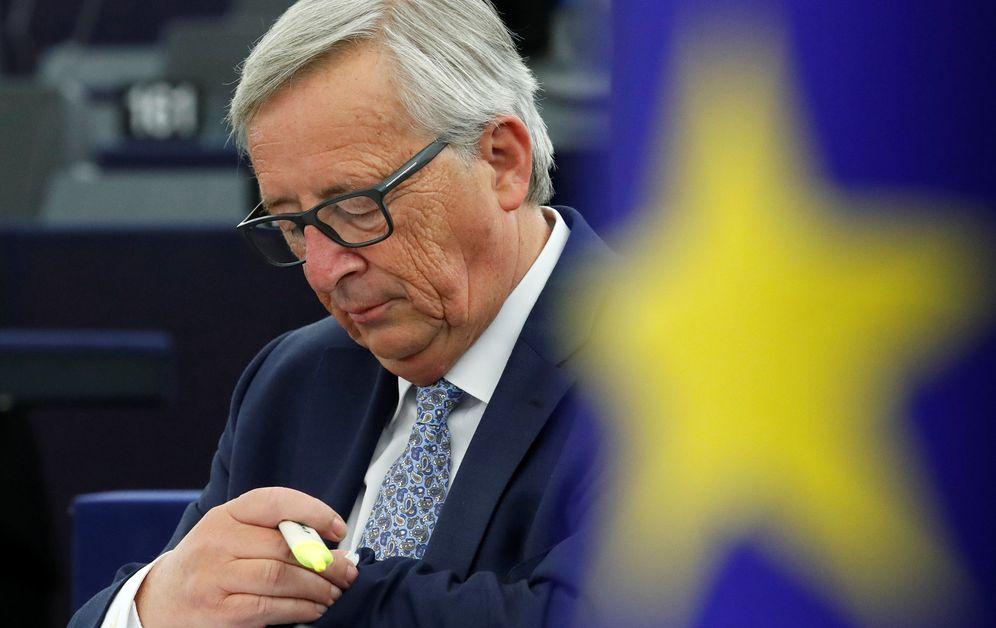 Foto: Jean-Claude Juncker, presidente de la Comisión Europea, consultando su reloj. (Reuters)