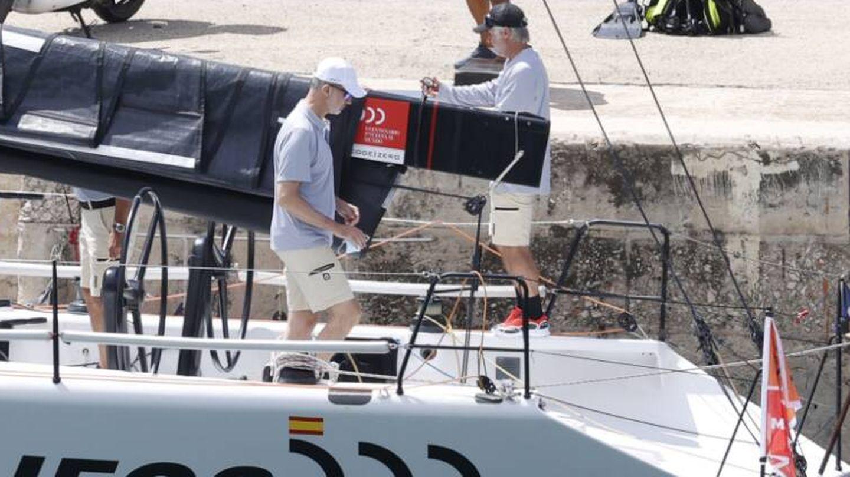 Felipe VI a bordo del Aifos. (Gtres)