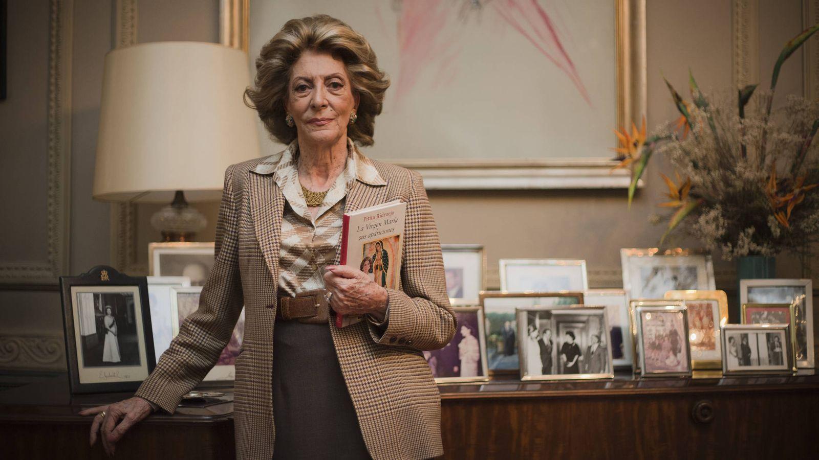 Foto: Pitita Ridruejo, fotografiada en su casa-palacio de Madrid. (Foto: Carmen Hache)