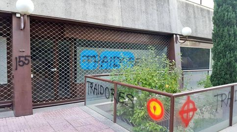 La sede del PP de Las Rozas de Madrid aparece con pintadas de traidores