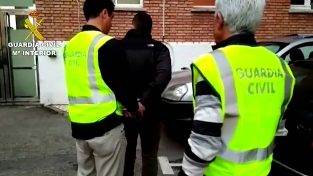 Foto: Detienen a un profesor de Málaga por abusar de una alumna. (Guardia Civil)