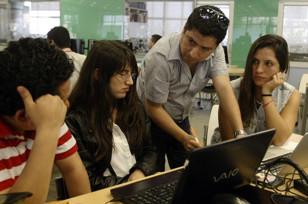 Foto: Un grupo de emprendedores trabaja en su nuevo proyecto. (EFE)