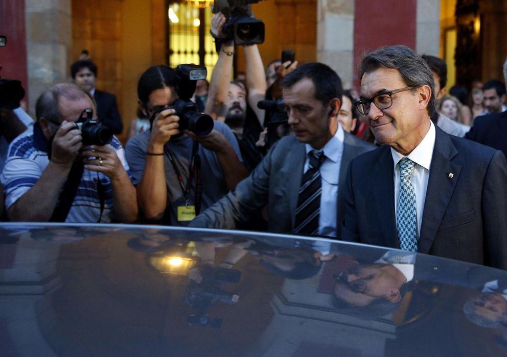 Foto: Artur Mas, saliendo del Parlamento de Cataluña. (Efe)