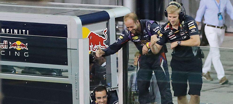 Sebastian Vettel se 'fuma un puro' en Abu Dabi con Fernando Alonso quinto