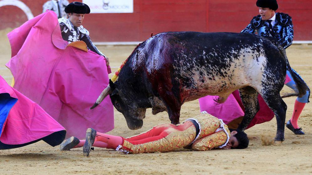 Foto: Víctor Barrio, después de sufrir la mortal cogida en la plaza de toros de Teruel. (EFE)