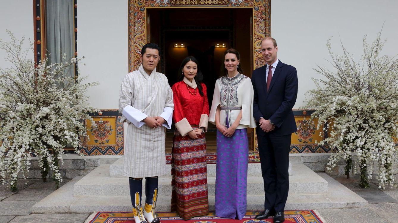 Foto: Los duques de Cambridge junto a los reyes de Bután (Reuters)