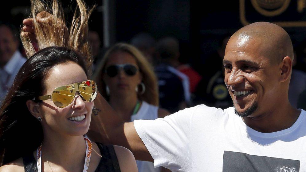 Foto: Roberto Carlos junto a su esposa Mariana. (EFE)