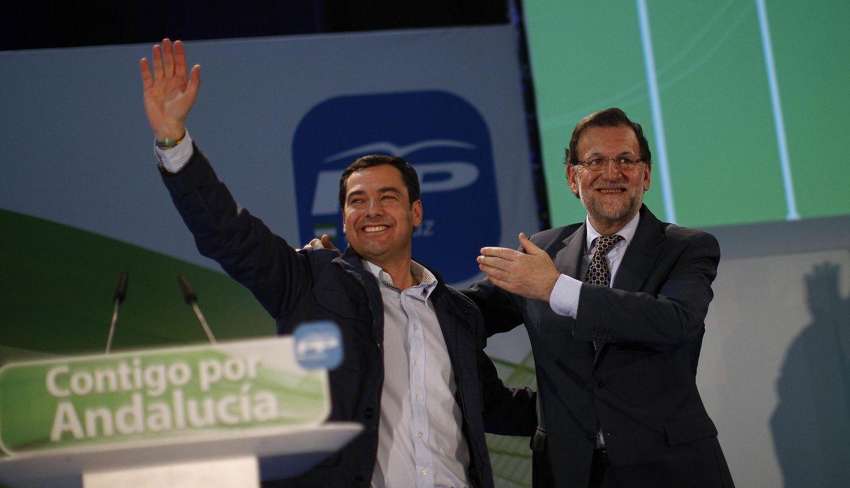 Rajoy apoya a Moreno Bonilla en un acto de campaña. (Reuters)