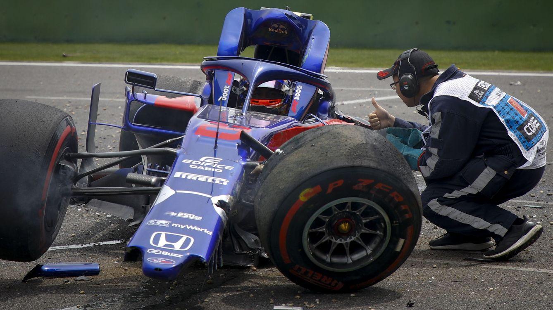 Foto: Así quedó el Toro Rosso de Alexander Albon tras su accidente en los entrenamientos libres de Gran Premio de China. (EFE)