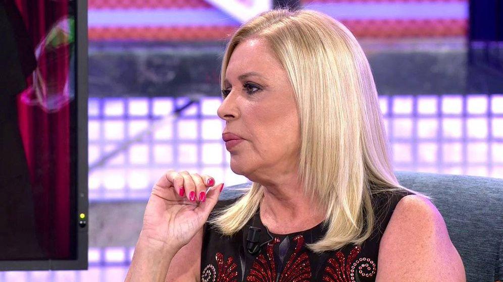 Foto: La televisiva Bárbara Rey, en un plató de Telecinco. (Mediaset)