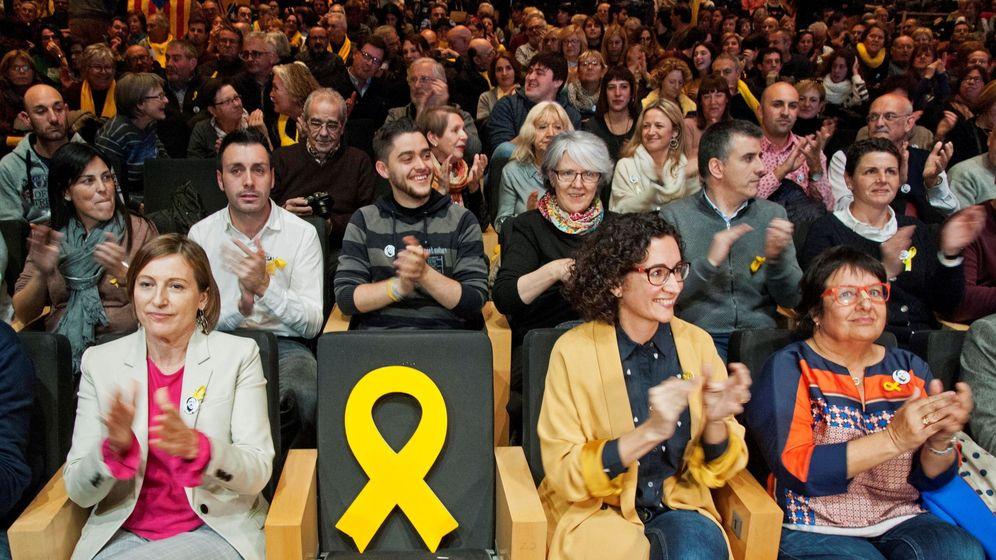 Foto: La secretaria general del partido, Marta Rovira (2d), la expresidenta del Parlament Carme Forcadell (i) y la 'exconsellera' y cabeza de lista en Girona, Dolors Bassa. (EFE)