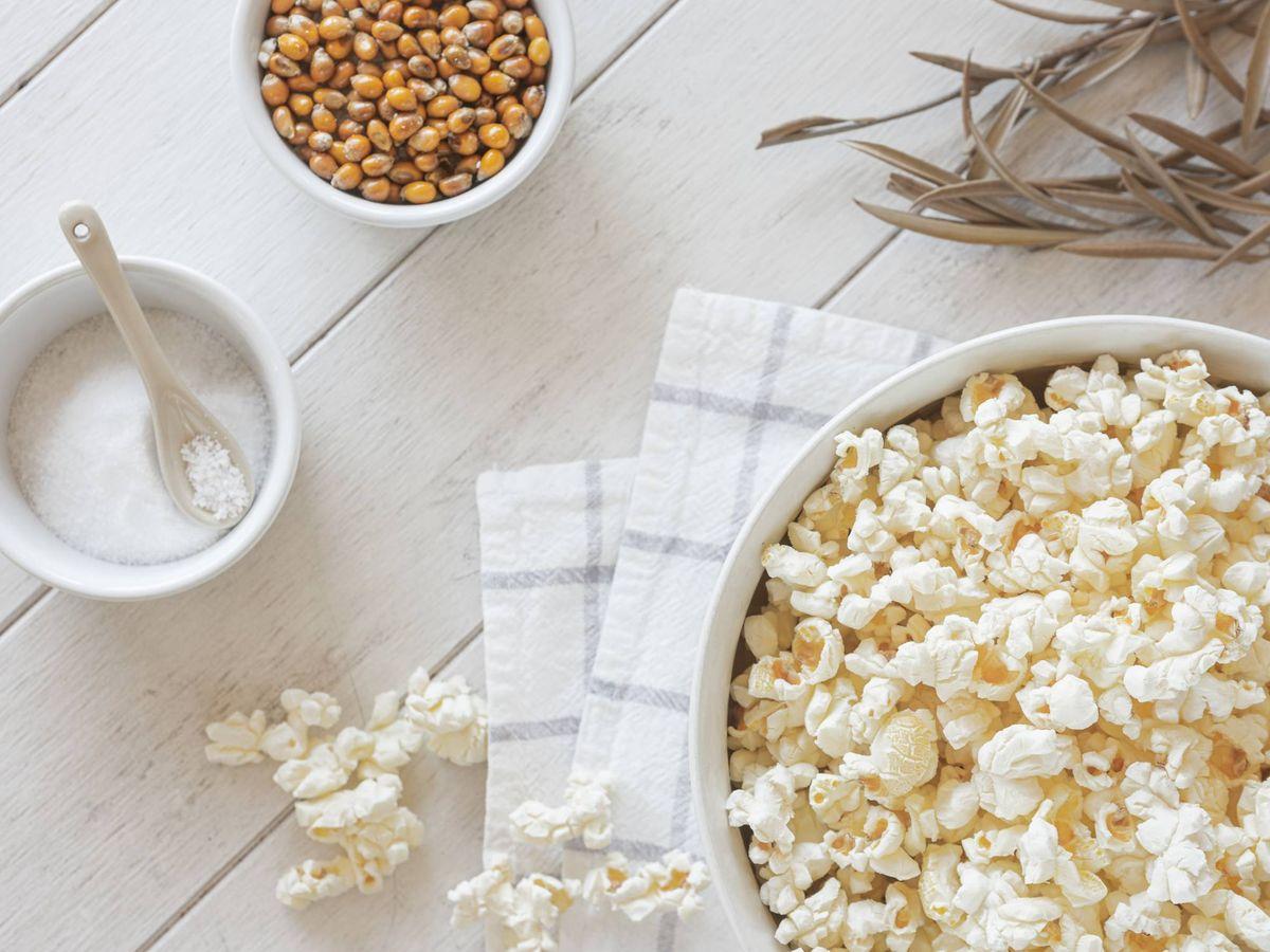 Foto: Cómo hacer de las palomitas de maíz un snack más saludable. (Eduardo Casajús Gorostiaga para Unsplash)
