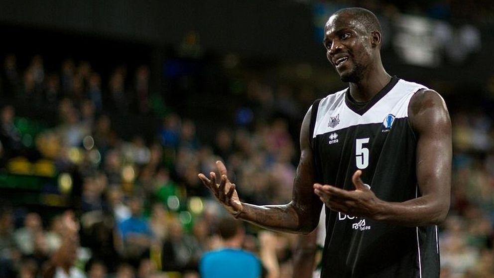 Un jugador del Bilbao Basket se niega a viajar a París con el resto de su equipo