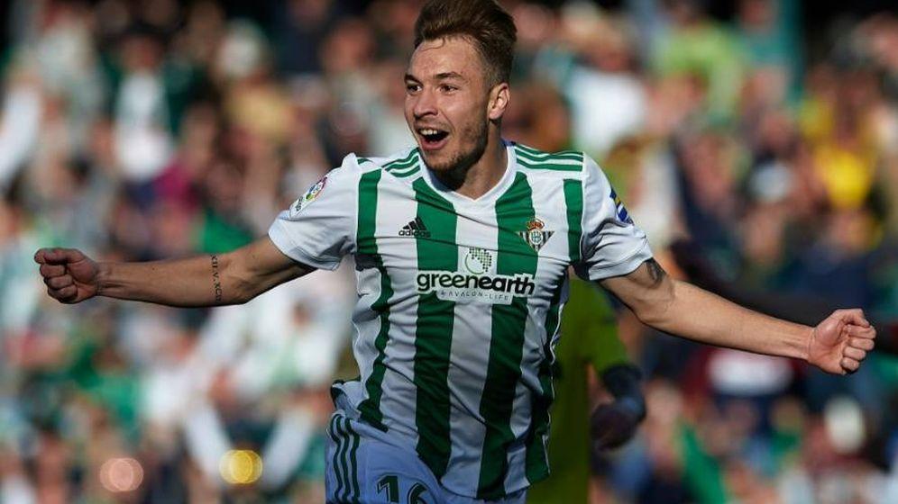 Foto: Loren Morón, celebrando su primer gol en Primera con el Betis. (Reuters)