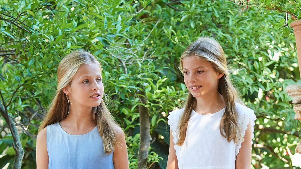 Foto: La princesa Leonor y la infanta Sofía en Son Marroig. (Limited Pictures)