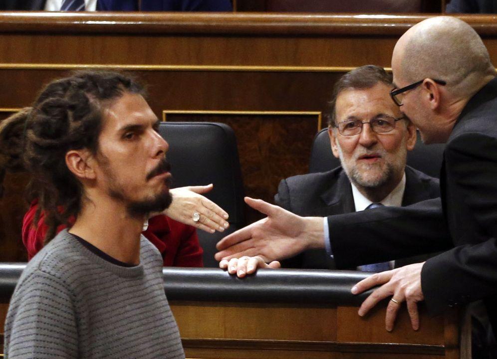 Foto: Alberto Rodríguez, diputado de Podemos, y Mariano Rajoy (EFE)