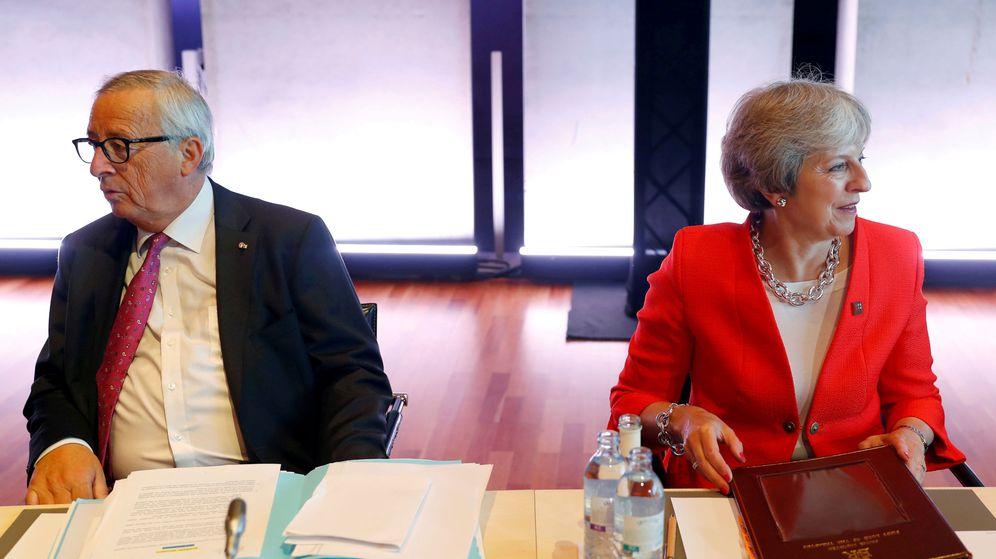 Foto: Juncker y May durante la cumbre informal de Salzburgo. (Reuters)