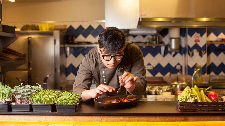 Julio en la cocina abierta de Soy Kitchen.