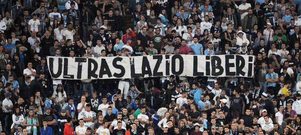Foto: Pancarta de los ultras de la Lazio pidiendo la libertad de sus miembros, uno de ellos, 'Diabolik' (Imago).