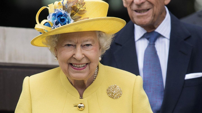 La reina Isabel II y el duque de Edimburgo, en una imagen de archivo. (EFE)