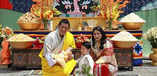 Post de El nombre y las nuevas fotografías del segundo hijo de los reyes de Bután