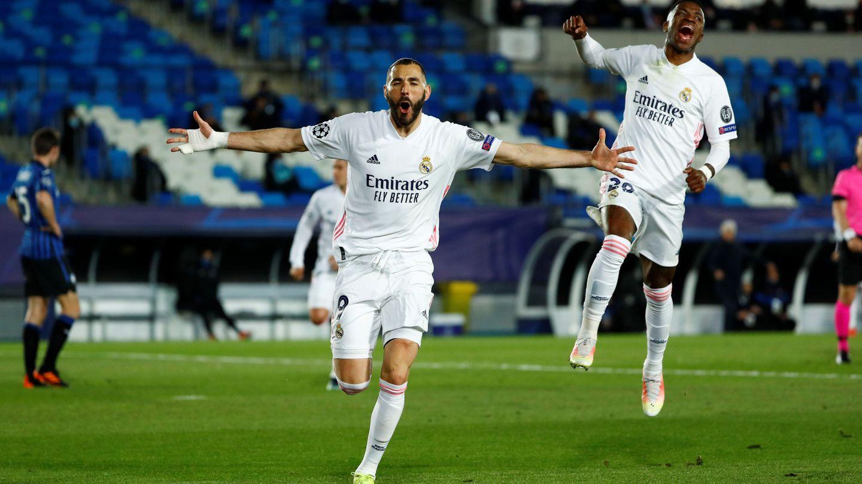 Benzema celebra el primer gol frente al Atalanta en el partido de vuelta de octavos. (Reuters)