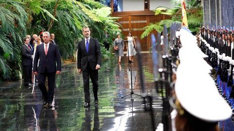 Felipe VI defiende en Cuba los derechos humanos y la democracia ante el presidente