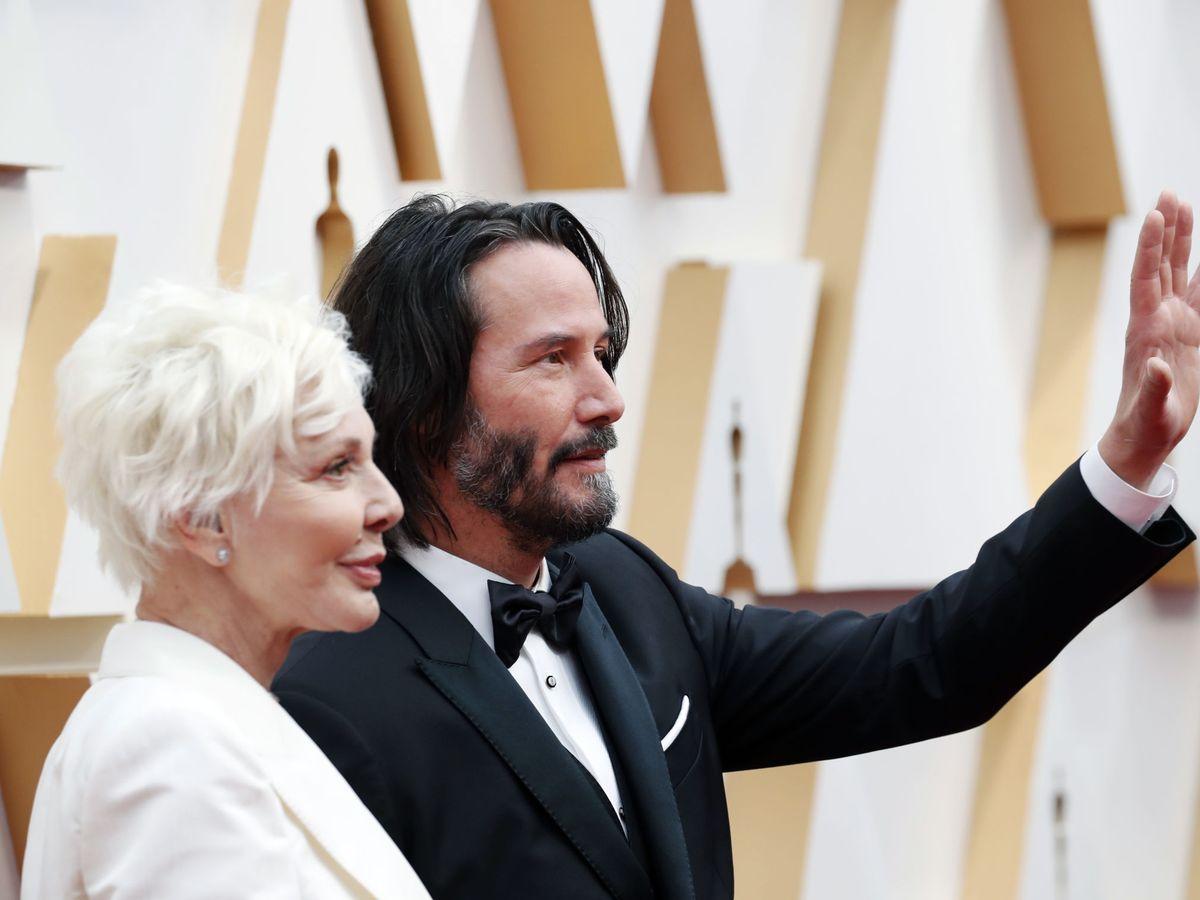 Foto: Keanu Reeves, con su madre en los Oscar. (Reuters)
