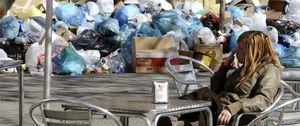 Algo huele a podrido en Sevilla: la huelga de basura hunde la marca España