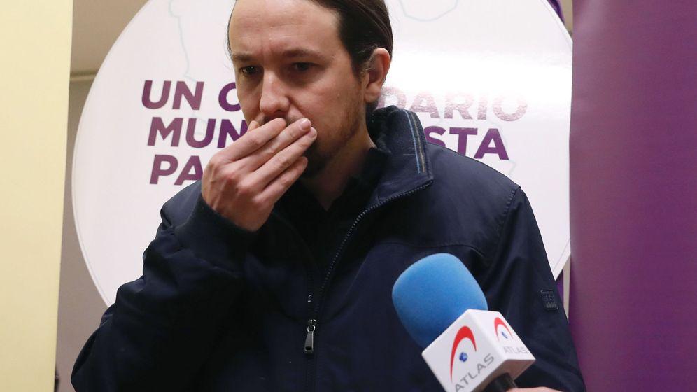 Foto: Pablo Iglesias atiende a la prensa en la sede de Podemos. (EFE)