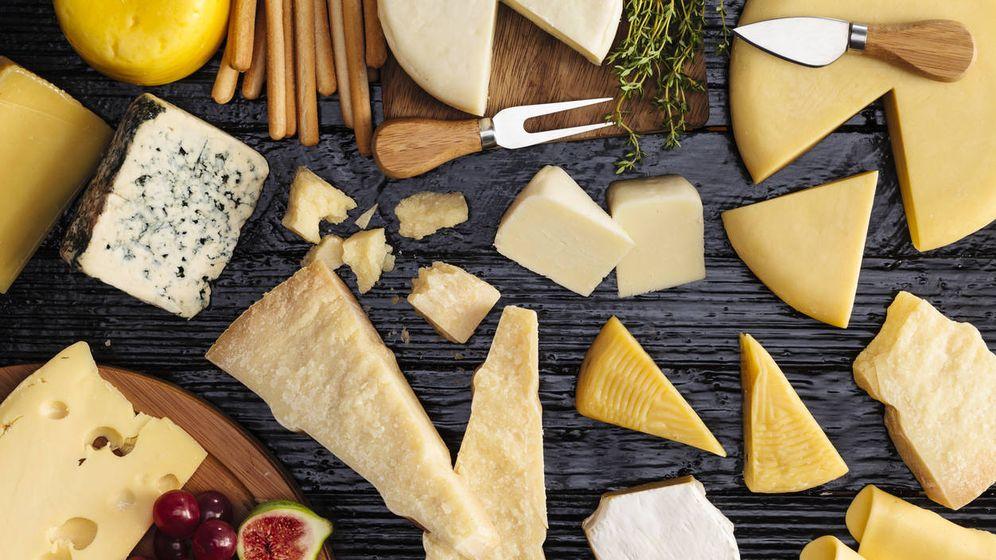Foto: Una tabla de quesos de distintas clases. (iStock)