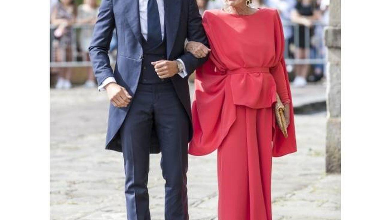 Pablo Casado y su madre. (Cordon Press)