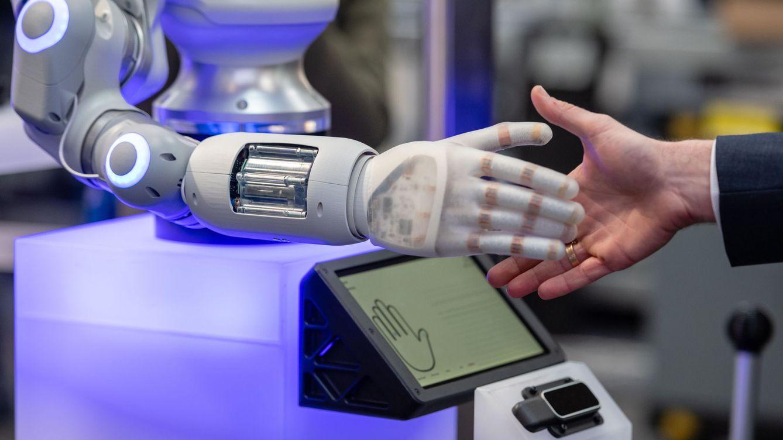 Foto: Un robot en la Feria de Hannover. (Reuters)