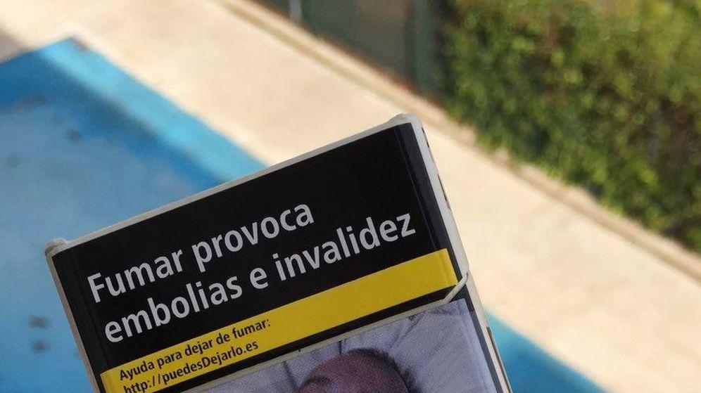 Foto: Imagen del denunciante impresa en el paquete de tabaco. (EC)
