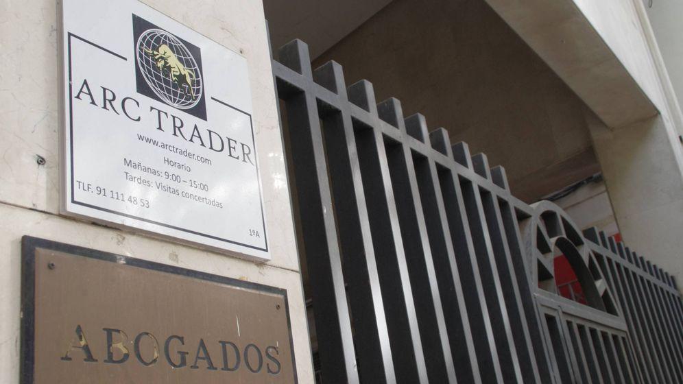 Foto: Letrero en la sede de ARC Trader, en Alcorcón. (Foto: D. G.)