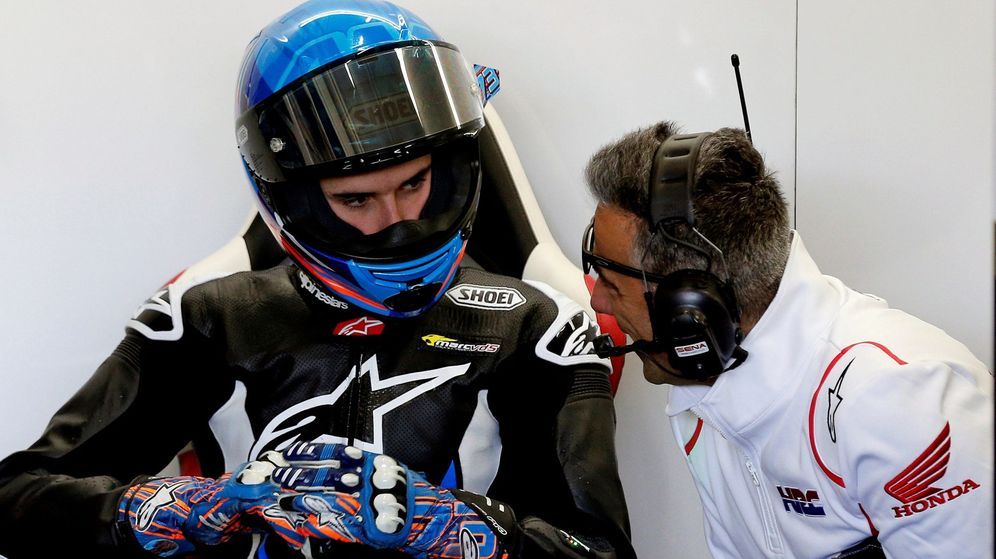 Foto: Álex Márquez recibiendo sus primeras instrucciones en Honda. (EFE)