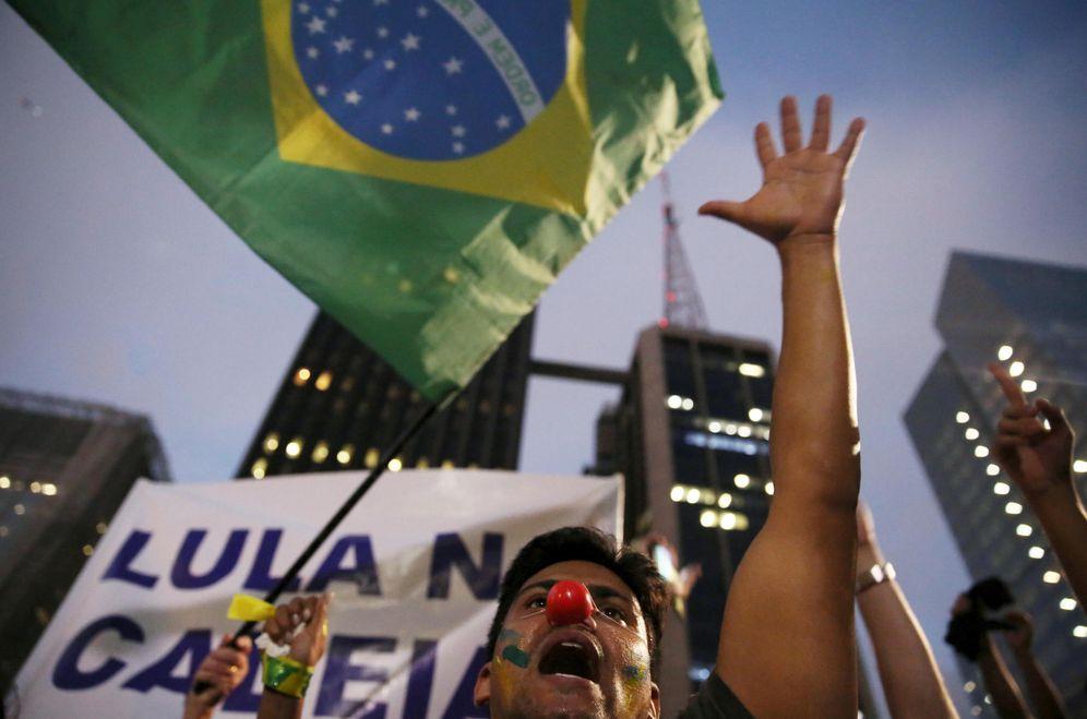 Foto: Un manifestante durante una protesta contra Rousseff y Lula en Sao Paulo, el 17 de marzo de 2016 (Reuters)
