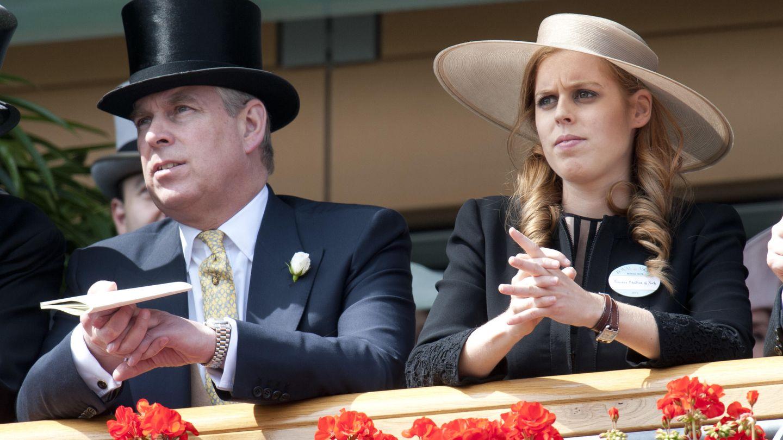 El príncipe Andrés junto a su hija Beatrice de York (Gtres)
