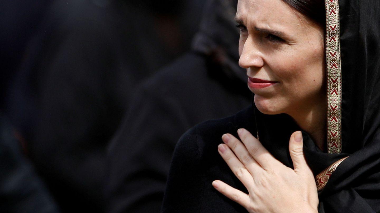 Jacinda Ardern tocada con un hiyab tras el atentado de Christchurch (Reuters)