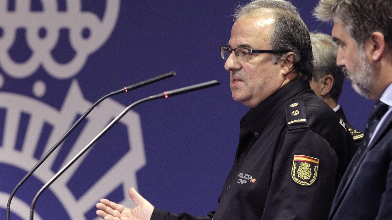 Foto: El inspector jefe de la Policía responsable de la operación, Luis García Pascual (izq.), y el director general del cuerpo, Ignacio Cosidó. (EFE)
