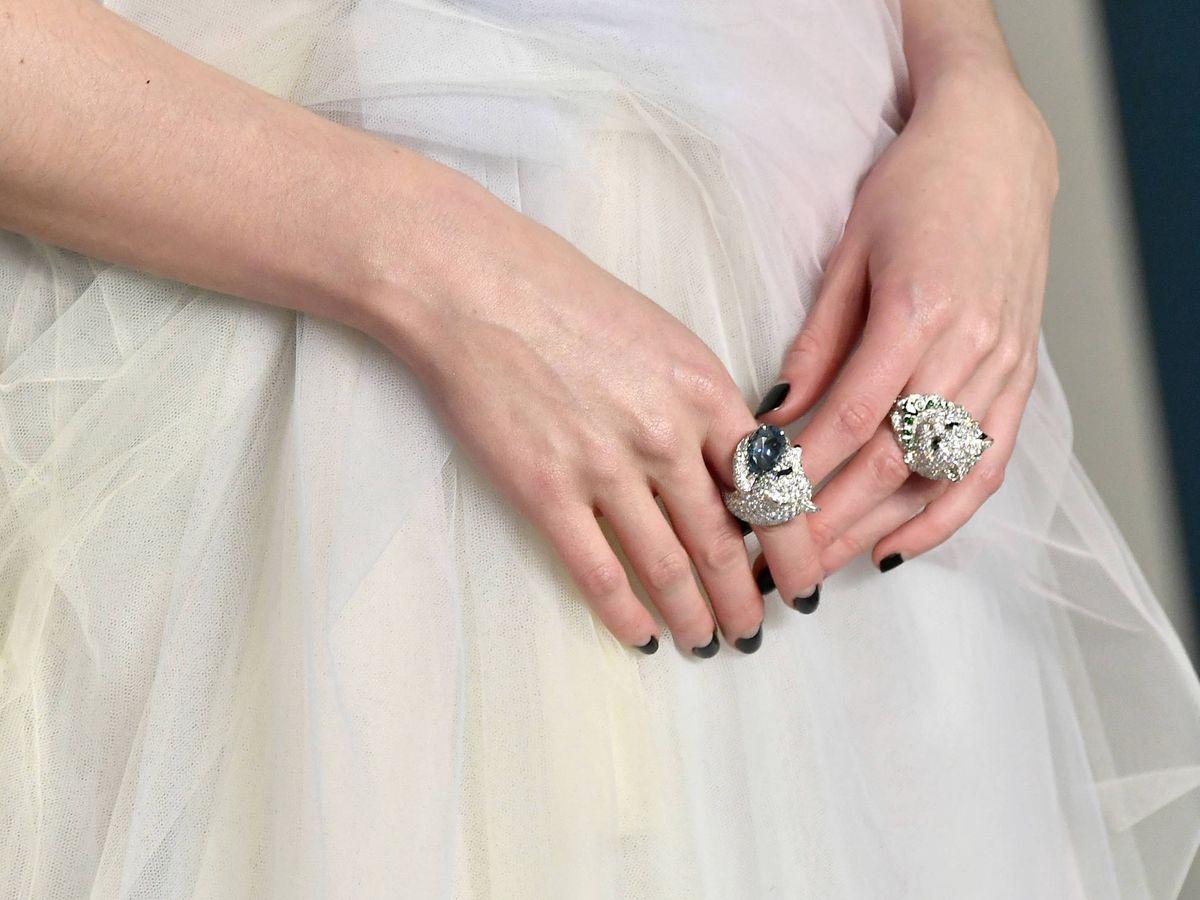 Foto: Detalle de la manicura de Lucy Boynton. (Getty)