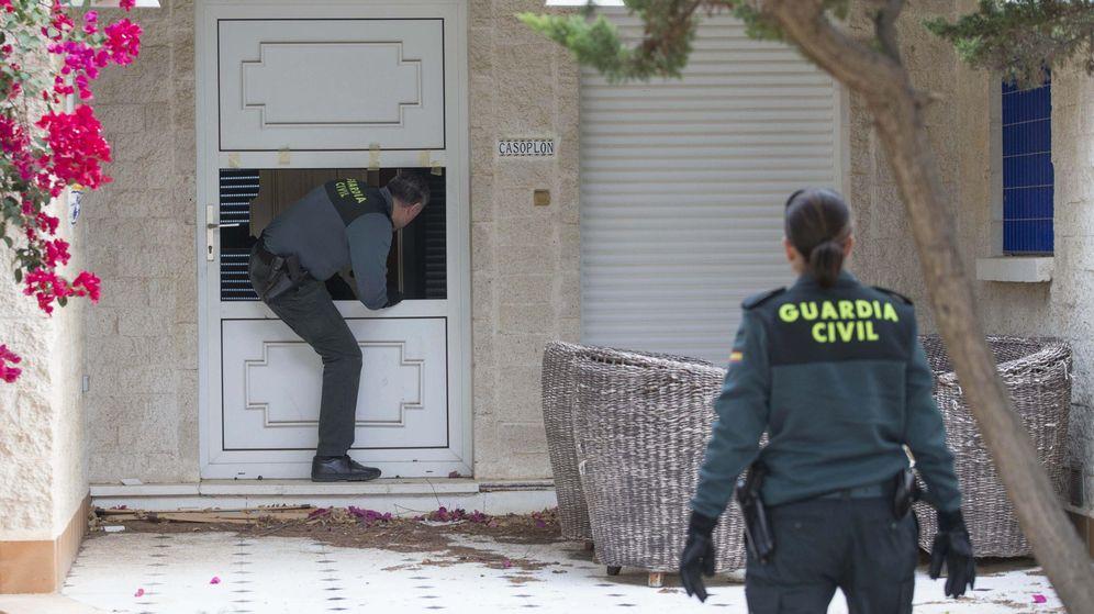Foto: La Guardia Civil investiga a la pareja (EFE/Marcial Guillén)