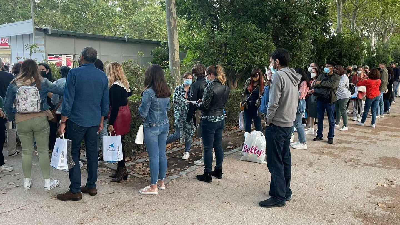 Personas esperando a conocer a Blue Jean. (A.C)