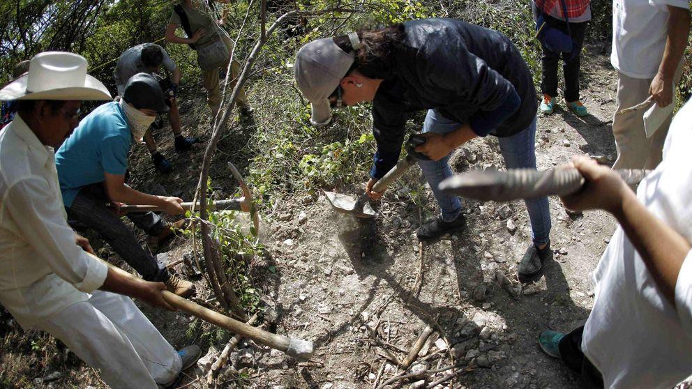 Civiles en armas contra el narco: los buscadores de fosas de México