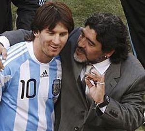 """Maradona defiende a Leo Messi y critica a los """"boludos que lo quieren matar"""""""