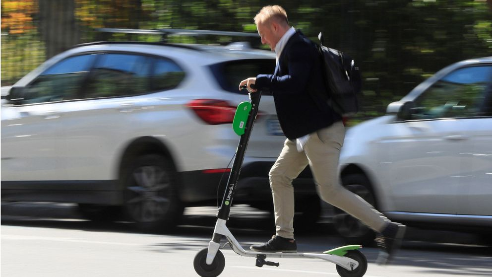 La DGT mueve ficha en la regulación de los patinetes eléctricos: a 25km/h y por la calzada
