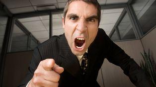 Estoy desesperado: mi jefe es intratable, me humilla y su ánimo cambia constantemente