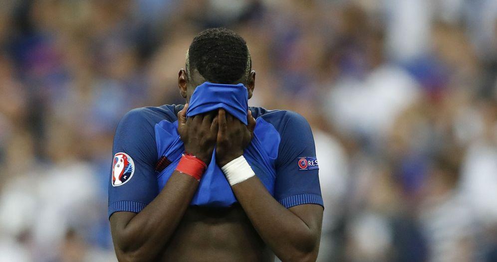 Foto: Paul Pogba, hundido tras la derrota de Francia en la final de la Eurocopa. (Reuters)